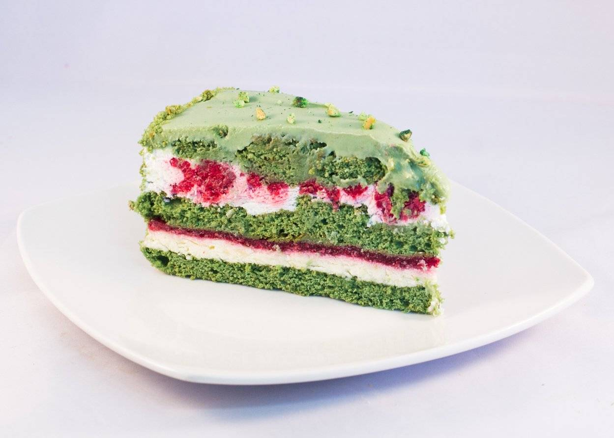 Фисташковый торт с малиной