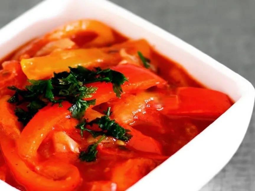 10 рецептов салата из огурцов на зиму с луком: проверено и одобрено