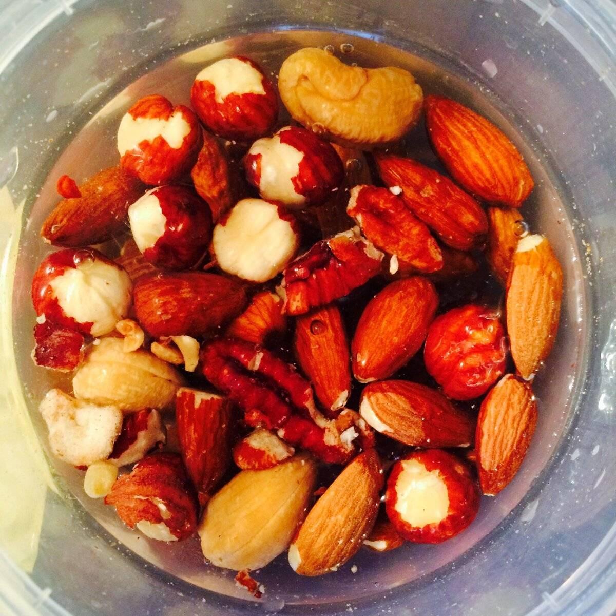 Зачем проводить замачивание кешью? почему орехи после процедуры могут потемнеть?