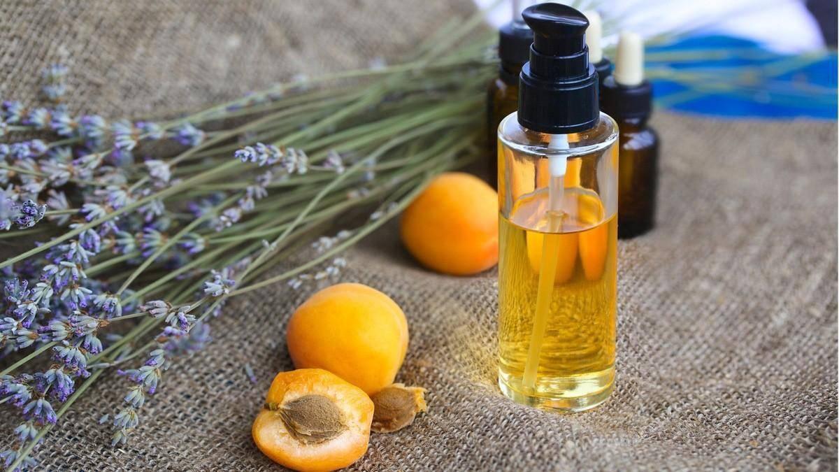 Абрикосовое масло - свойства и применение для лица, волос и ресниц