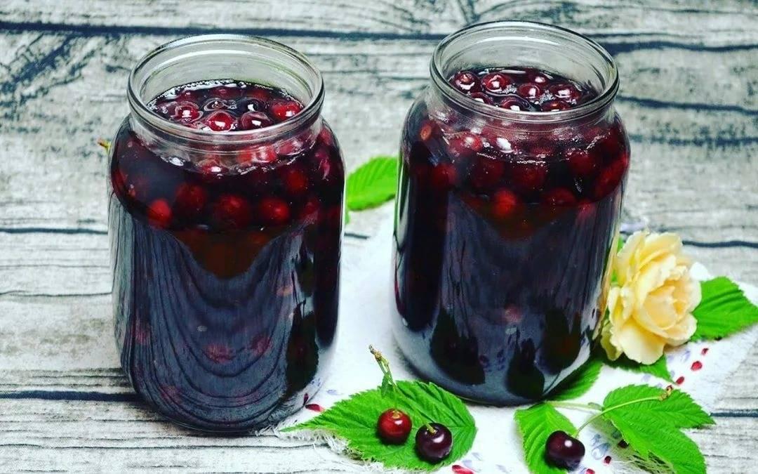 Аппетитная вишня в собственном соку — вкуснейшие рецепты на зиму