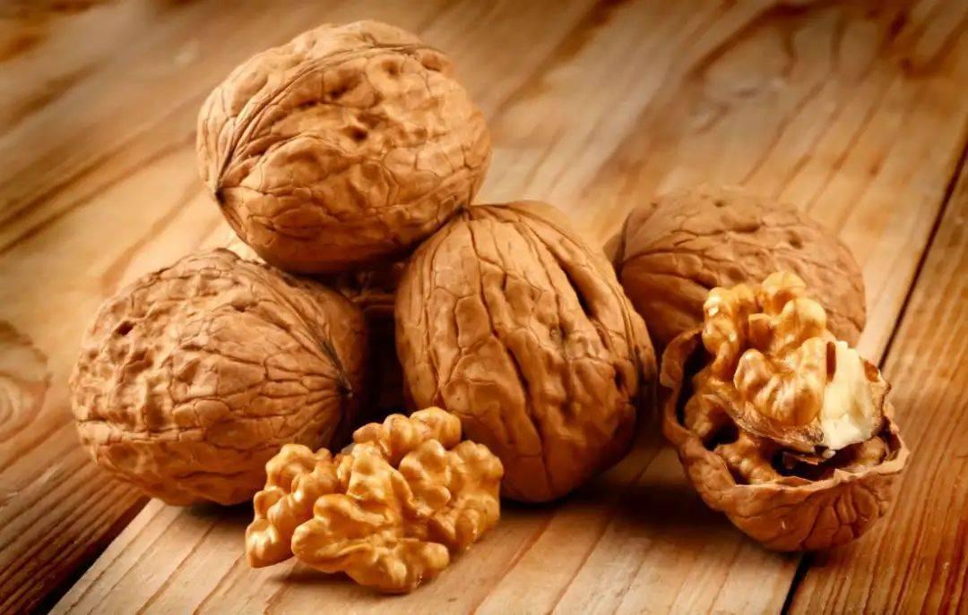 Польза и вред грецких орехов во время беременности. правила употребления и рецепты