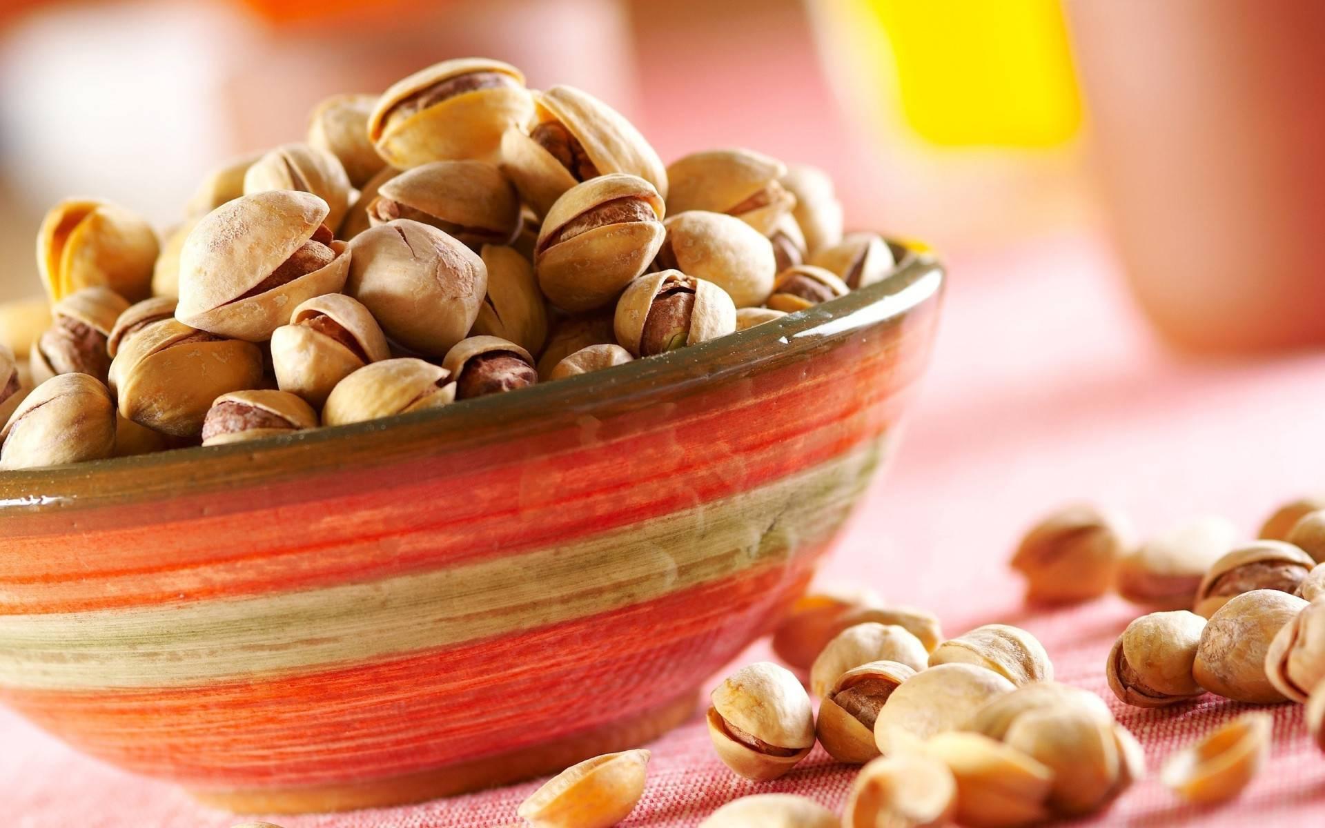 Макадамия при грудном вскармливании: можно ли мамам, кормящим грудью, использовать орех в косметологии и применять в кулинарии, а также польза и вред