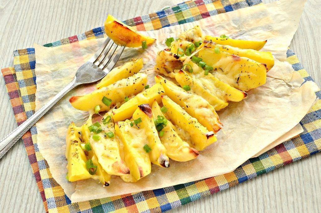 Ну очень вкусная картошка-гармошка с беконом и сыром в духовке