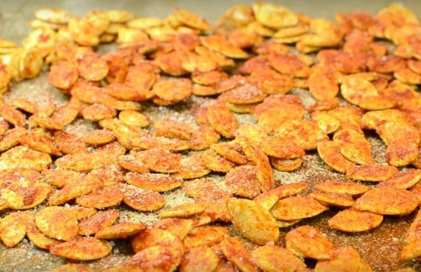 Как пожарить семечки подсолнечника и тыквы в духовке: с солью и со специями
