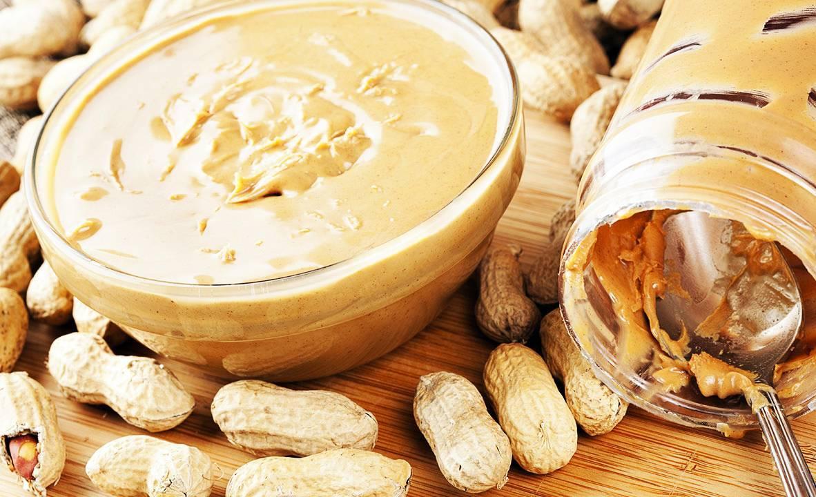Как и с чем есть арахисовую пасту?