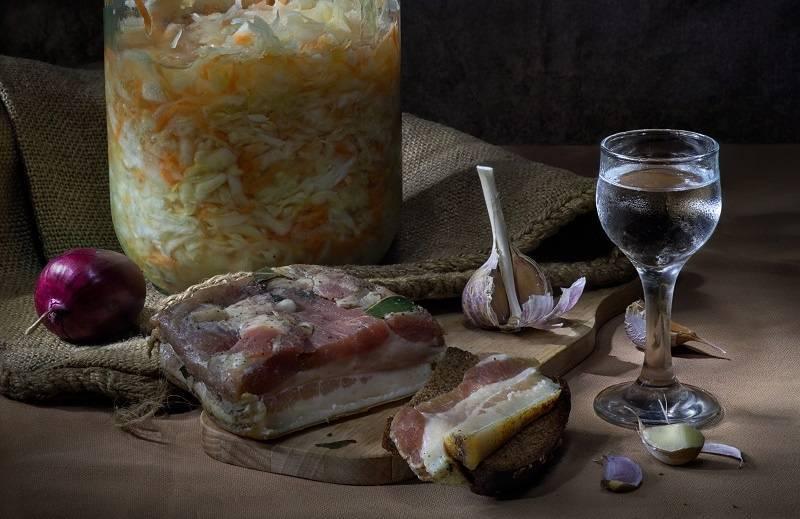 Вкусная и хрустящая квашеная капуста – классические рецепты на зиму