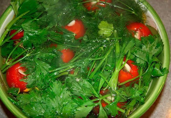 Зеленые помидоры с хреном и чесноком на зиму