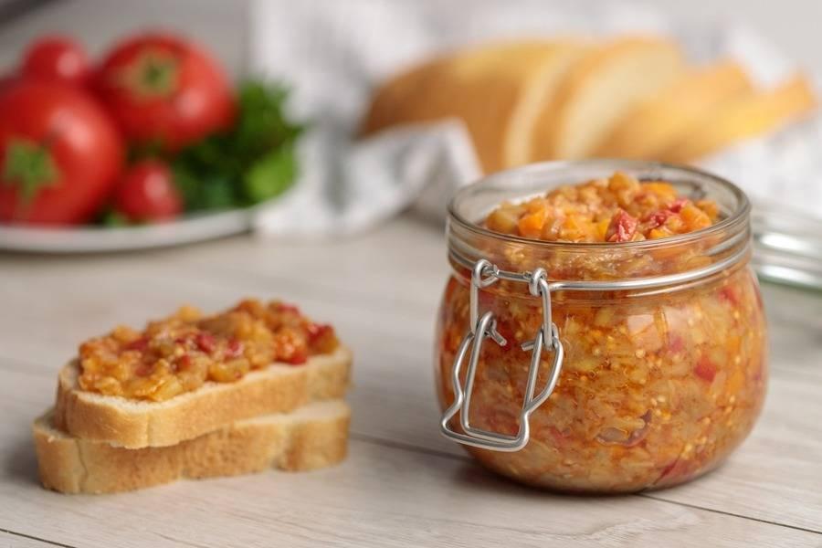 Икра из болгарского перца, баклажан и яблок