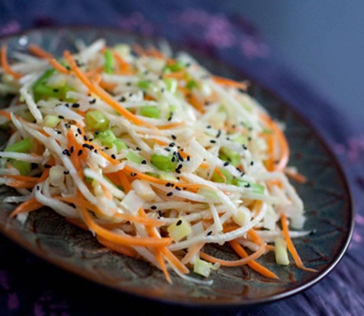 Салат из редьки со сметаной рецепт или с майонезом