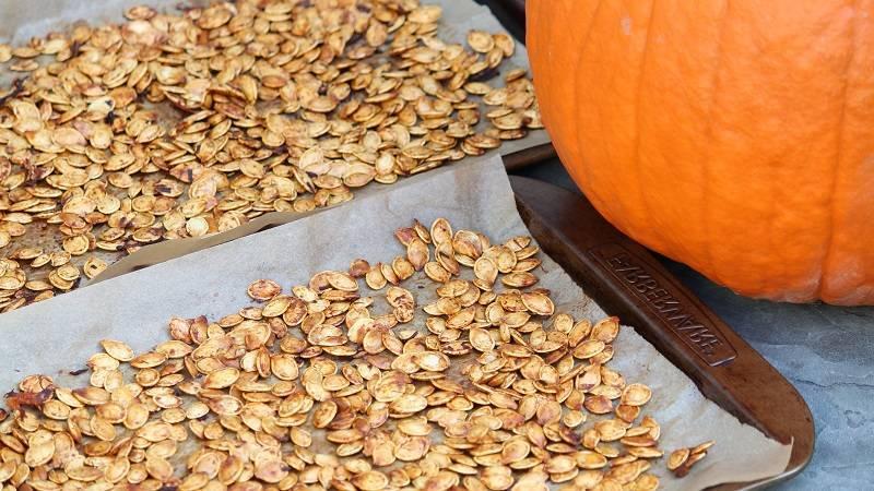 Как быстро очистить тыквенные семечки от кожуры