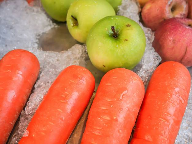 Кабачки, морковь и яблоки в яблочном соке. консервирование для лентяек