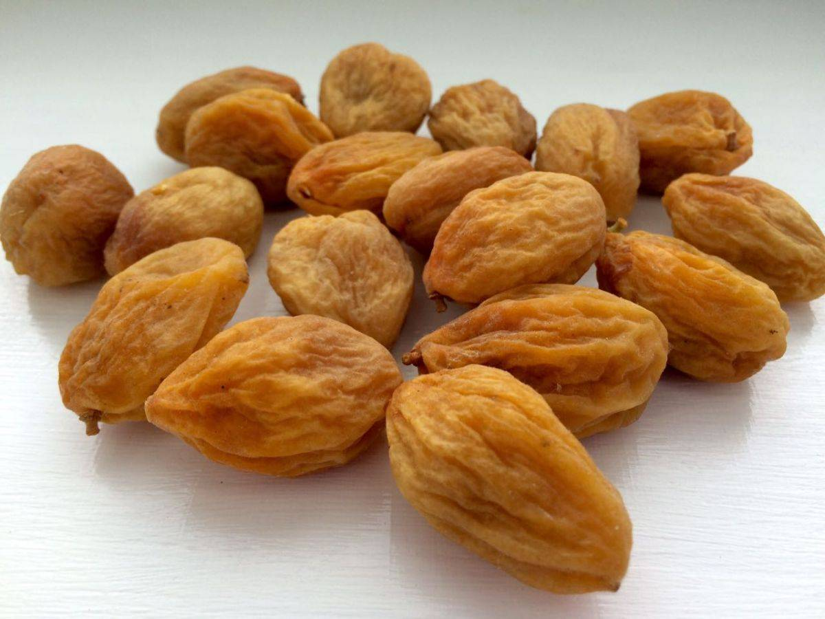 Сушеный абрикос: польза, как называется