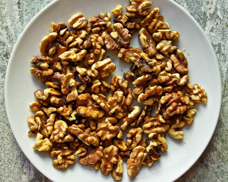 Пожарить орехи в домашних условиях: на сковороде или в духовке