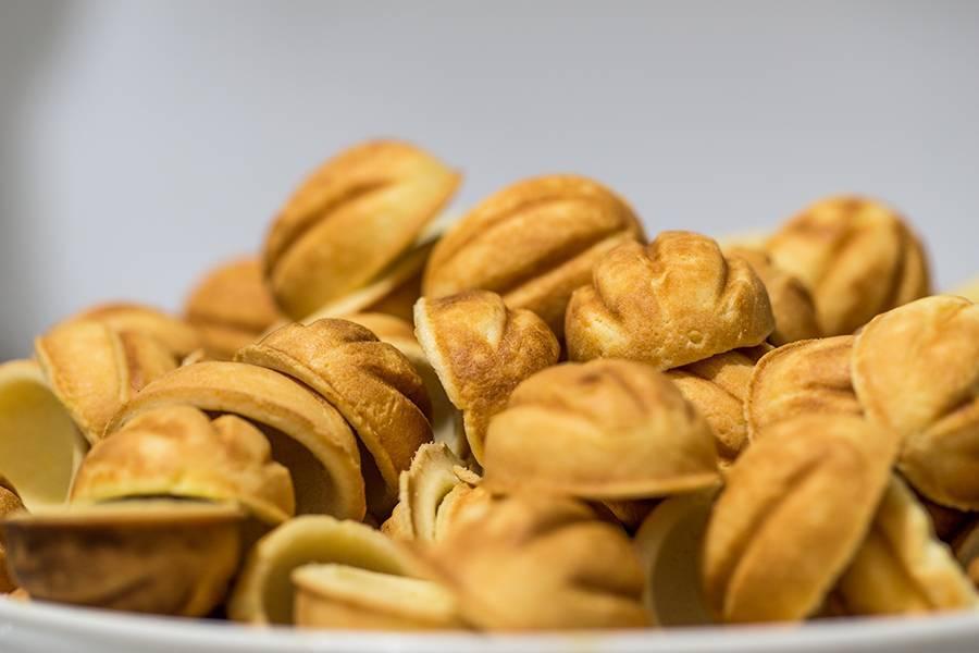 Орешки со сгущенкой - классический рецепт с фото пошагово