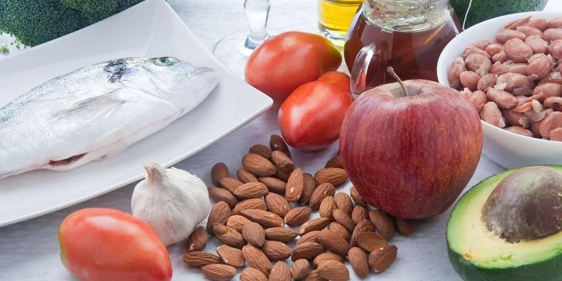 Каким образом привести давление в норму? как на организм влияют грецкие орехи?