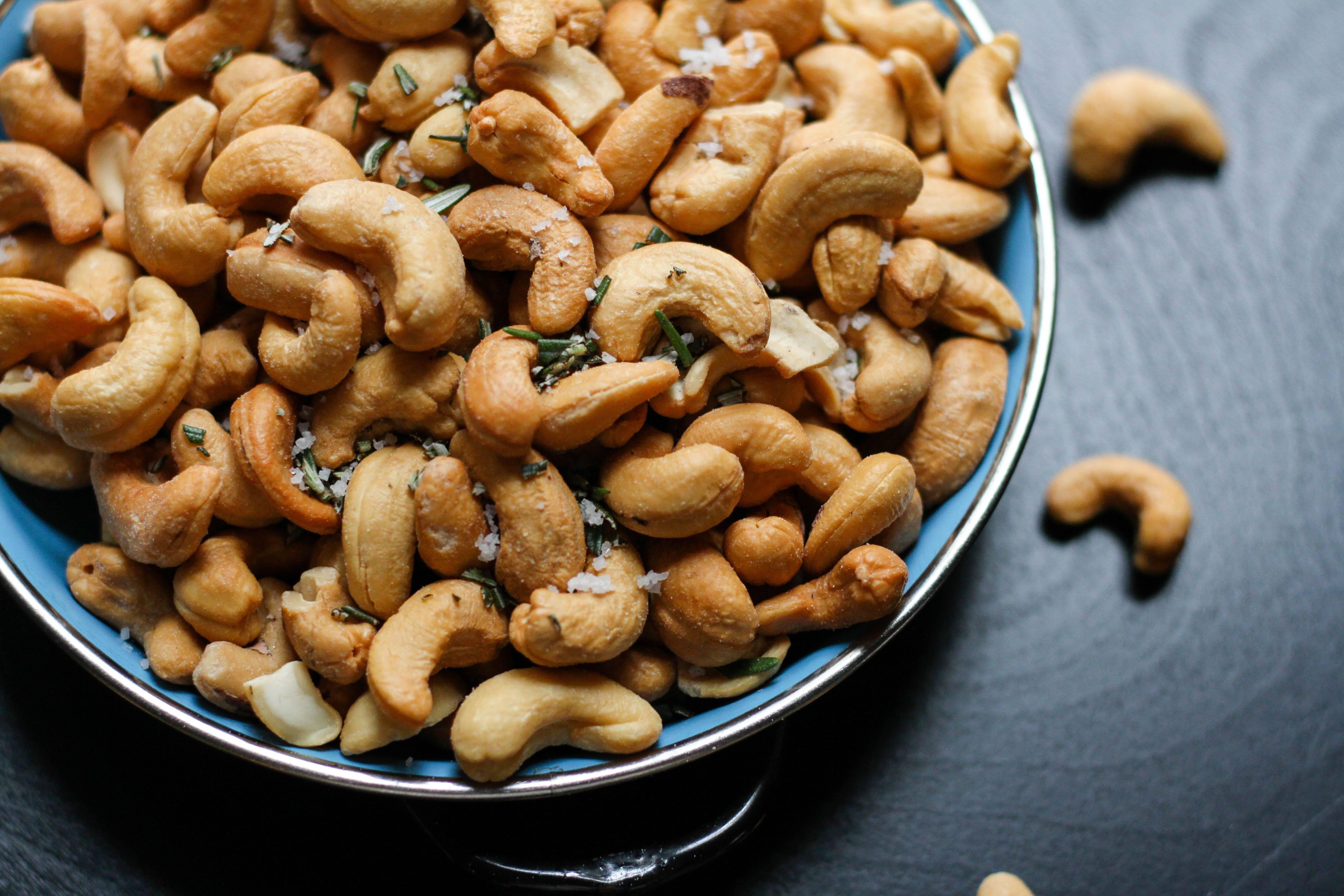 Какие орехи можно есть при сахарном диабете 2 типа: грецкие, кедровые, арахис, фундук?