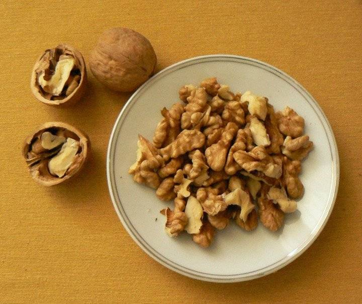 Очистка грецких орехов. как колоть плоды в домашних условиях?