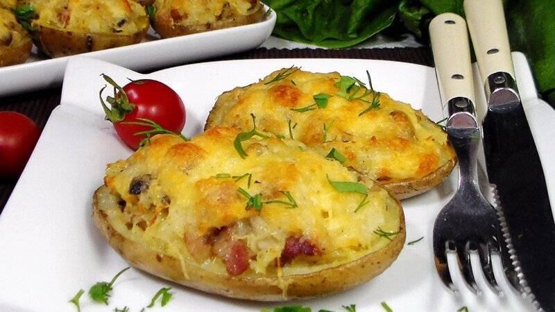 Картошка гармошка в духовке с беконом и сыром