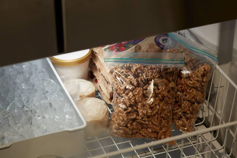 Все о кокосовой стружке: польза и вред, состав, калорийность, цена, производство, как сделать в домашних условиях, рецепты из стружки кокоса