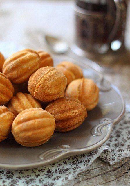 Рецепт из нашего детства: орешки со сгущенкой