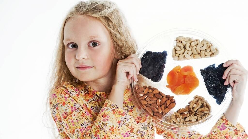 С какого возраста можно давать орехи: польза, грецких и кедровых орехов, аллергия