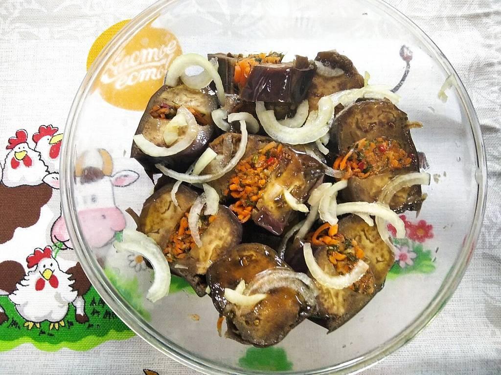 Соленые баклажаны с морковью и петрушкой