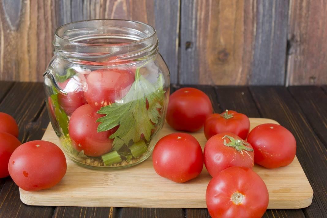 Засолка помидоров на зиму в банках простые рецепты