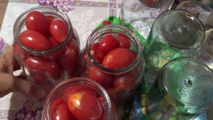 Заготовка помидоров с красной смородиной