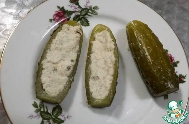 Огурцы соленые, фаршированные ветчиной. 1000 вкусных блюд [для программ-читалок с поддержкой таблиц]
