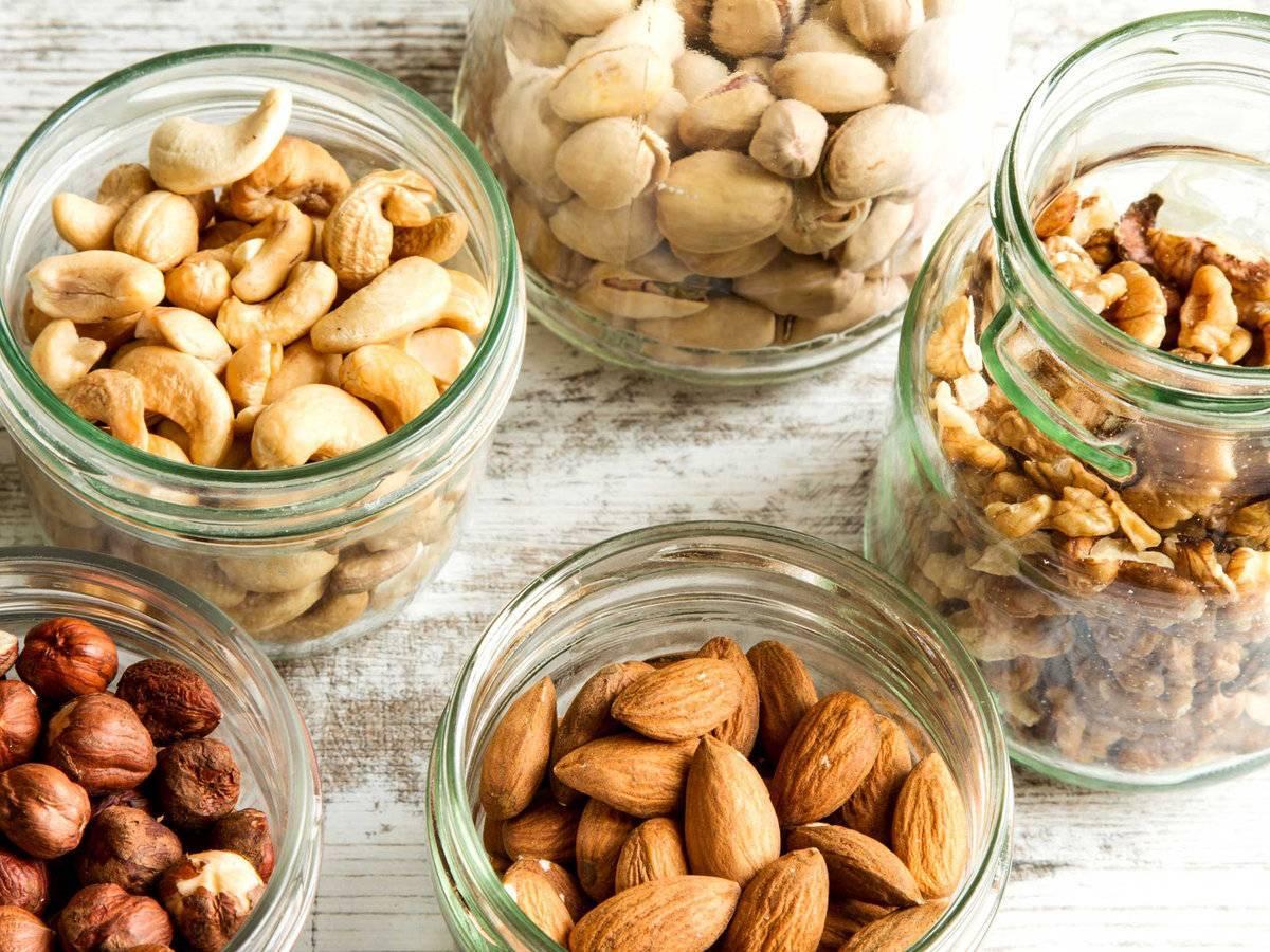 Почему нельзя есть орехи на ночь