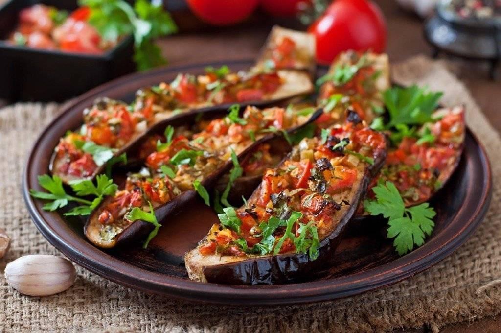 Баклажаны запеченные в духовке. фаршированные лодочки с разными начинками. очень вкусные рецепты.