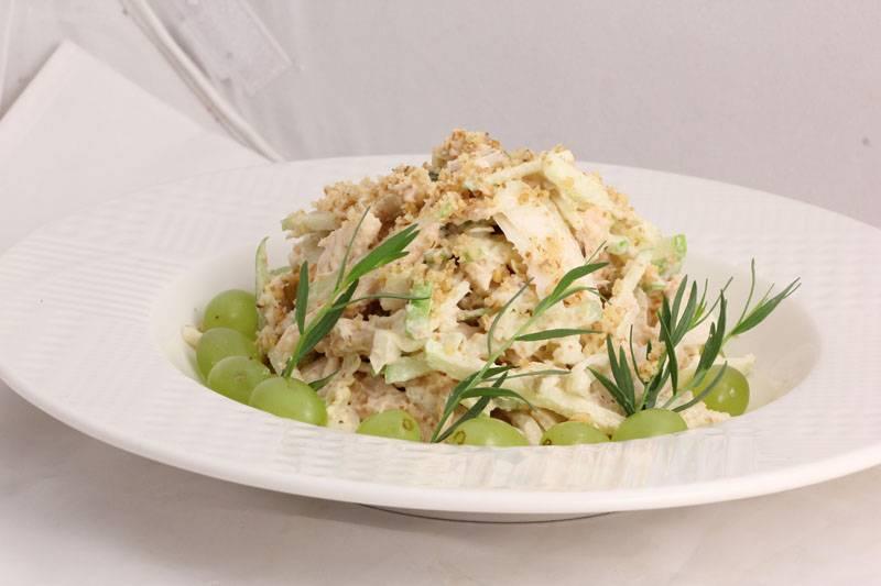 Салат из чернослива курицы и грецких орехов – излюбленное блюдо любой хозяйки: рецепт с фото и видео