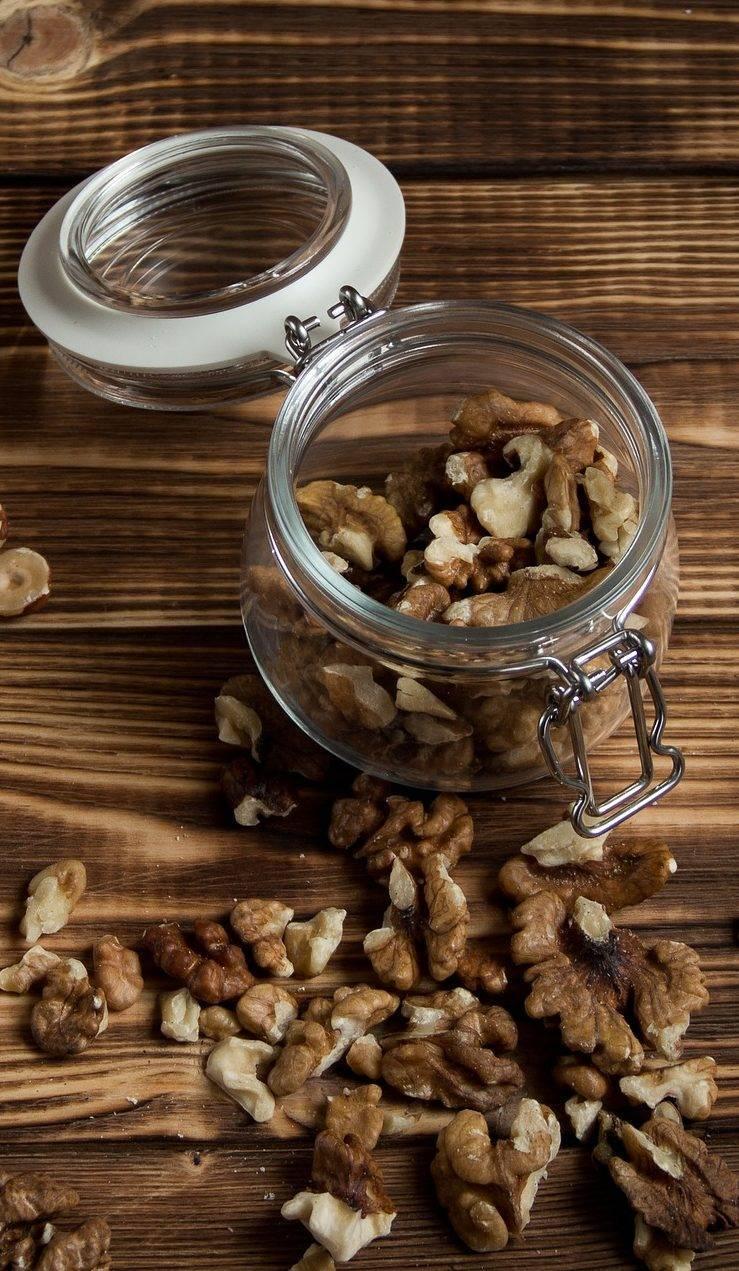 Как хранить грецкие орехи очищенные и в скорлупе в домашних условиях
