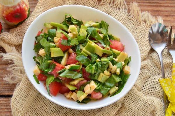 Салат с авокадо – 15 ярких рецептов на праздничный стол и не только