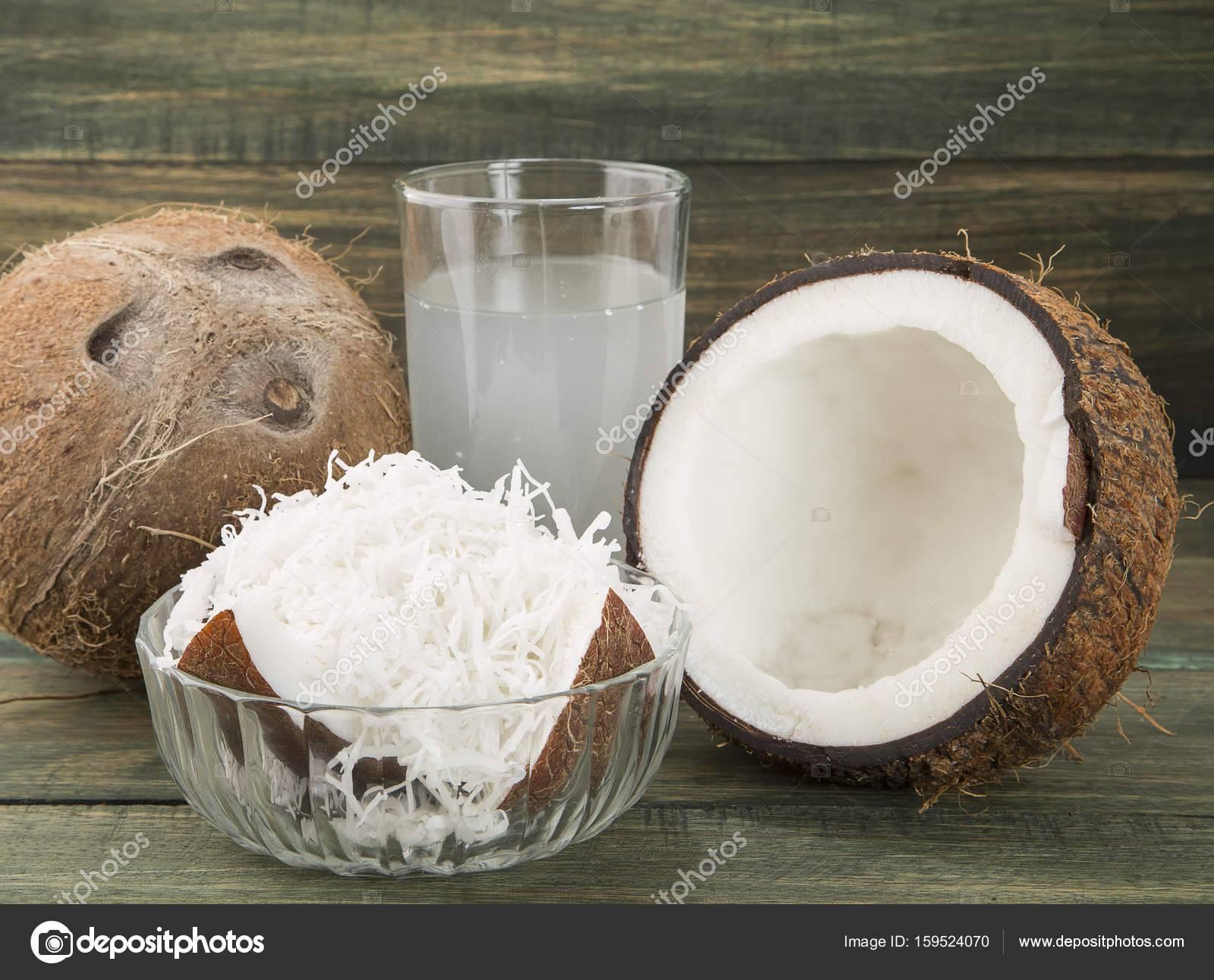 Чем полезна кокосовая вода: 10 причин пить её каждый день