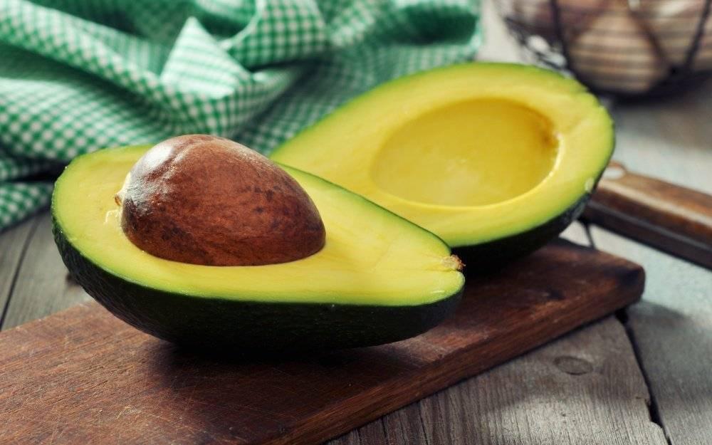 Косточка авокадо — что с ней делать и можно ли есть?