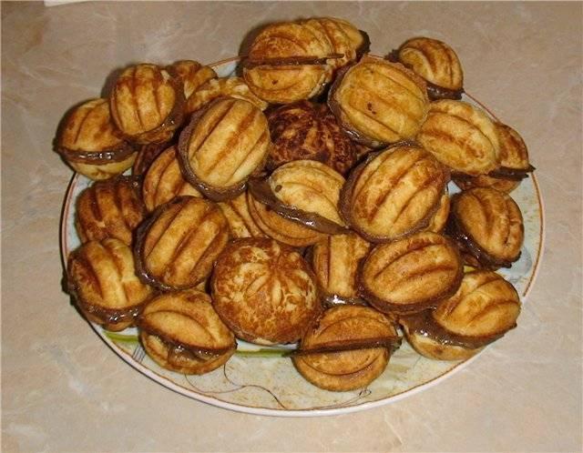 """Печенье """"орешки"""" со сгущенкой – кулинарный рецепт"""