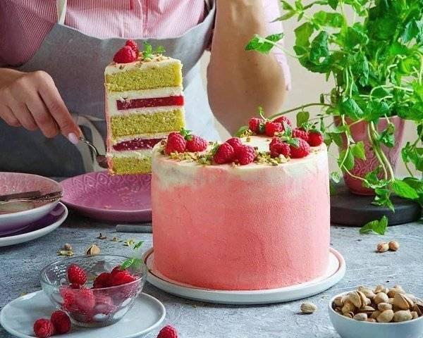 Фисташковый торт с малиной, реуепт в домашних условиях