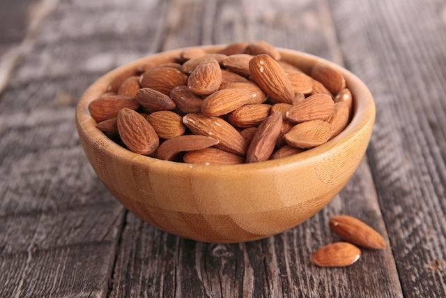Орехи миндаля: полезные свойства и противопоказания