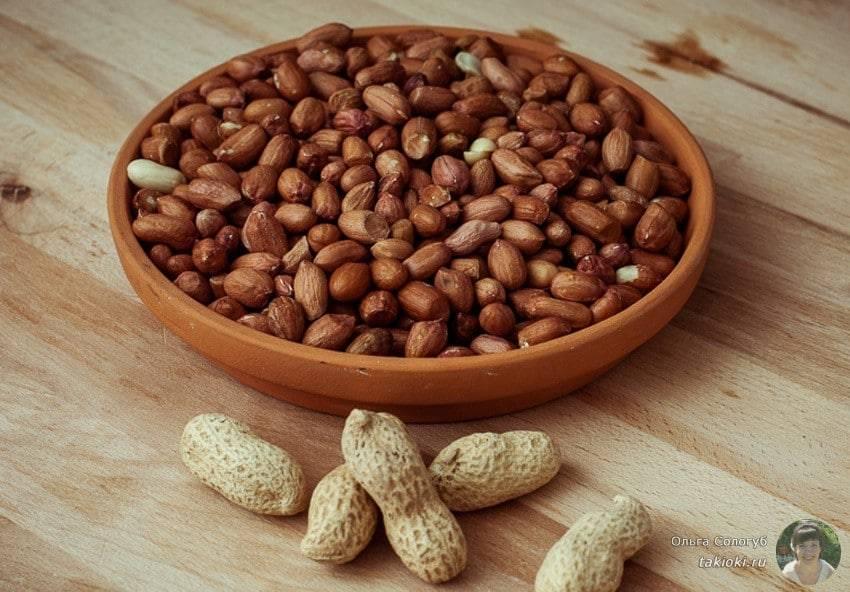 Как пожарить арахис на сковороде с солью в домашних условиях