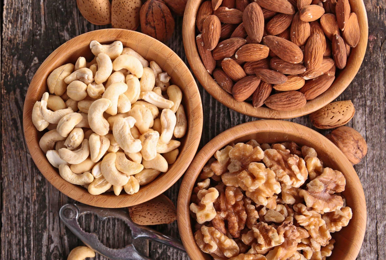 Можно ли давать орехи собакам