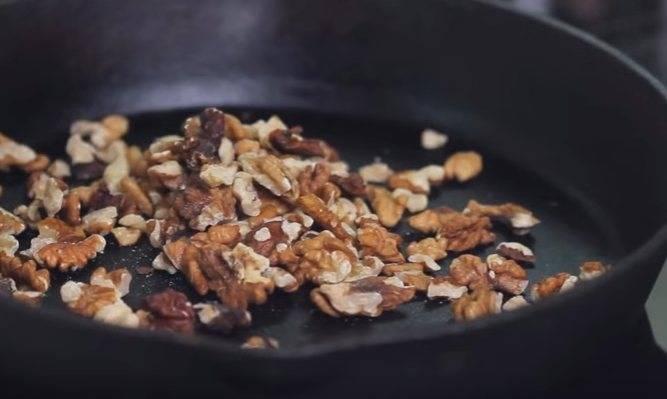 Как жарить фундук на сковороде