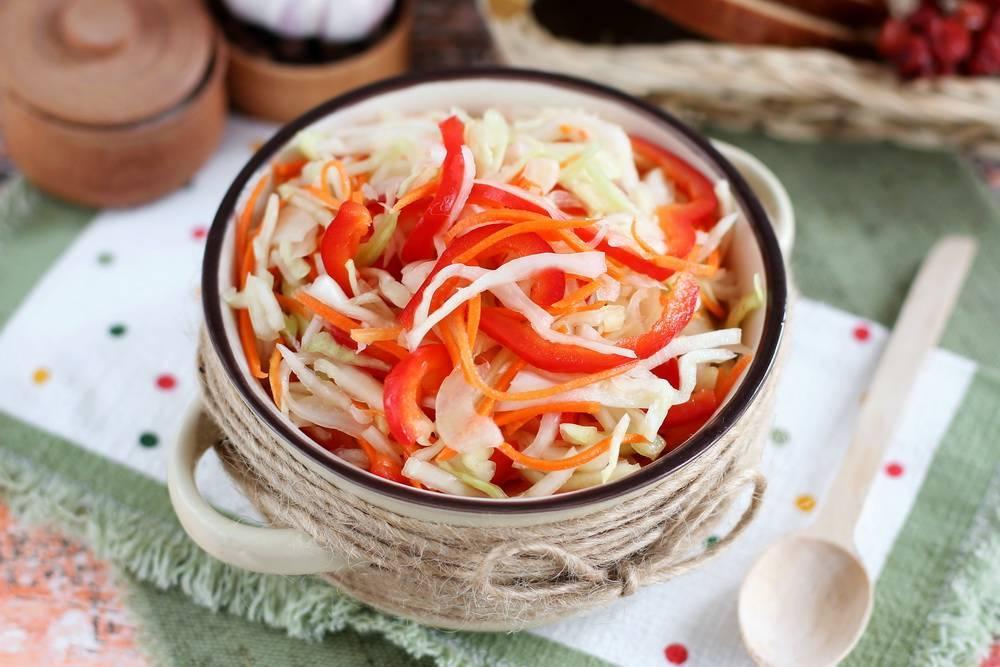 Салат из капусты на зиму в банках без стерилизации — очень вкусный и нежный