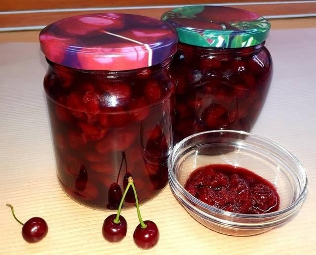 20 простых рецептов вишни в собственном соку