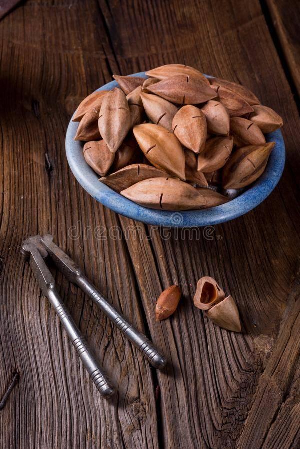 Орех пекан обладает лекарственными свойствами. имеет противопоказания, вызывает аллергию.