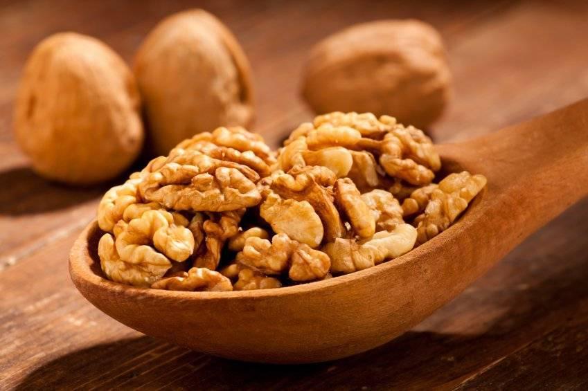 Грецкий орех для женщин: польза и вред для организма, свойства и противопоказания и чем полезен девушкам или дамам после 50, какова суточная норма для здоровья?
