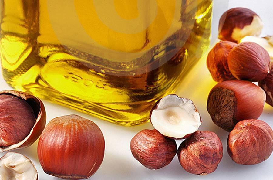 Масло лесного ореха: применение и свойства, использование в косметологии для лица и волос