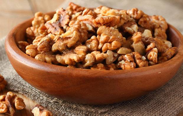 Грецкие орехи при грудном вскармливании: польза и вред