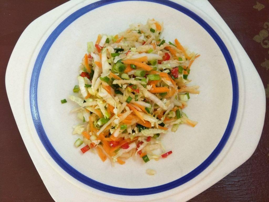 Салат из белокочанной капусты с редькой